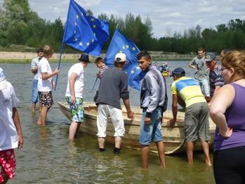 Tous, jeunes européens, en bateau